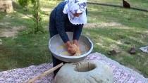 Muş'ta 'Dibekte Buğday Dövme' Geleneği Sürdürülüyor