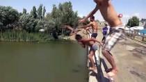 KARASU NEHRİ - Sıcaktan Bunalan Çocuklar Nehirde Serinliyor