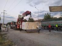 PıNARKENT - Tırdaki 22 Tonluk Mermer Blok Otoyolun Ortasına Düştü