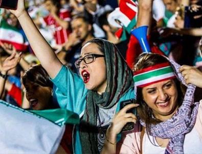 İran'da kadınlar için düğmesiz kıyafeti yasakladı