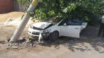 Otomobil, Elektrik Direğine Çarptı Açıklaması 1 Yaralı