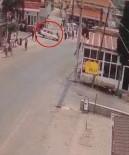 TRAFİK CEZASI - Otomobil İle Motosikletin Çarpıştığı Kaza Güvenlik Kamerasında
