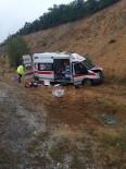 SIVAS CUMHURIYET ÜNIVERSITESI - Yozgat'ta Hasta Bebeği Taşıyan Ambulans Kaza Yaptı Açıklaması 4 Yaralı
