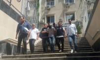 RUHSATSIZ SİLAH - Şişli'de Bir Kafede Turistlere Dehşeti Yaşatan Şahıslar Yakalandı
