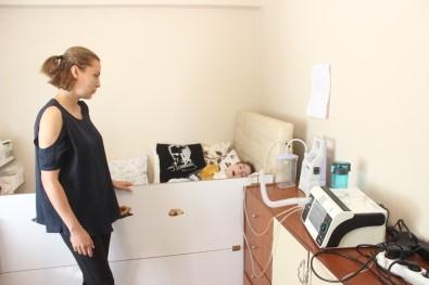 3 Makineye Bağlı Hasta Çocuğa Çin İşkencesi