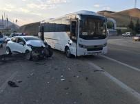 Elazığ'da Midibüs İle Otomobil Çarpıştı Açıklaması2 Yaralı