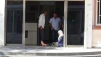 Oğlunun Dağa Kaçırıldığını Savunan Anne, Geceyi HDP İl Binası Önünde Geçirdi