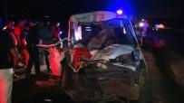 Minibüs İle Kamyon Çarpıştı Açıklaması4 Ağır 3'Ü Çocuk 8 Yaralı