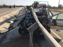 Konya'da Otomobil Bariyerlere Çarptı Açıklaması 5 Yaralı