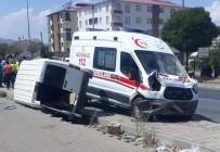 Ambulans İle Hafif Ticari Araç Çarpıştı Açıklaması 6 Yaralı