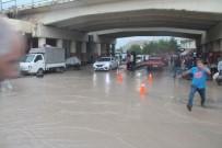 SU TAŞKINI - Bayburt'ta Sağanak Yağış Sele Neden Oldu