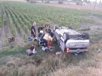 Hafif Ticari Araç Şarampole Devrildi Açıklaması 5 Yaralı
