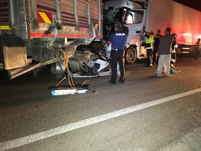 Kamyonun Çektiği Otomobile Tır Çarptı Açıklaması 3 Ölü, 2 Yaralı