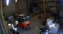 Kameranın Açısını Değiştiren Çinko Hırsızları Kamerada