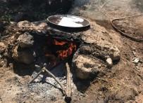 Köylere Dönüşün Başlamasıyla Vatandaşlar Pekmez Yapımına Başladı