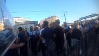 İŞPORTACI - (Özel) Galata Köprüsü'nde Seyyar Satıcılar Zabıtaya Sopayla Saldırdı