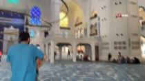 (Özel) Üsküdar'da Yere Düşen Üç Ebabil Kuşu, Çamlıca Camii'nin Çatısından Gökyüzüne Salındı
