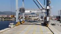 Singapur'a Satılan Lüks Yat Nakliye Gemisine Yüklendi