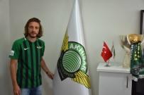 Akhisarspor'da Taha Yalçıner İmzayı Attı