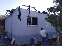 Salihli'de Tek Katlı Ev Yandı