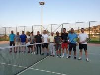 Salihli'de Tenis Kortları Yenileniyor