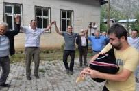 Vali Memiş Köylülerle Tulum Eşliğinde Horon Oynadı
