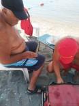 Denizde Bacağı Yaralanan Vatandaşa İtfaiye Pansumanı