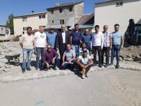 Eleşkirt'te Memur Ve İşçiler Parke Taşı Döşeme Çalışmalarına Katıldılar