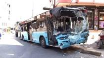Gaziosmanpaşa'da Kontrolden Çıkan Halk Otobüs Dehşet Saçtı
