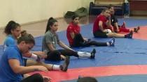 GÜREŞ MİLLİ TAKIMI - Kadın Güreşçiler Dünya Şampiyonası'na İkili Kampla Hazırlanıyor