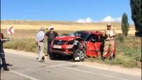 Bayburt'ta Ticari Taksiyle Ticari Araç Çarpıştı Açıklaması 9 Yaralı