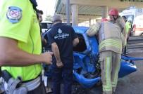 Sefaköy'de Trafik Kazası Açıklaması 3 Yaralı