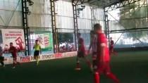 Süper Lig Hakemi Suat Arslanboğa Halı Saha Maçı Yönetti