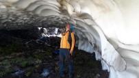 Ağustos Ayına Rağmen Erimeyen Kar Tüneline Yoğun İlgi