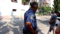EVDE TEK BAŞINA - Evde Tek Başına Bırakılan Çocuk Polisi Harekete Geçirdi