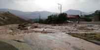 GÖKÇEÖREN - Malatya'da Sağanak Yağış Sele Neden Oldu