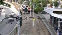 Zeytinburnu'nda Tramvay Raydan Çıktı