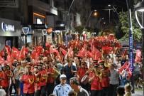 Akhisar'da 'Zafer' Gecesi Fener Alayı İle Aydınlandı
