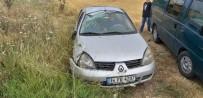 Islak Zeminde Virajı Alamayan Otomobil Tarlaya Uçtu Açıklaması 5 Yaralı