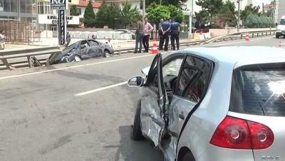 Kocaeli'de İki Otomobil Çarpıştı Açıklaması 3 Yaralı