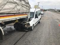 Ticari Araç Tıra Arkadan Çarptı Açıklaması 1 Yaralı