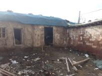 TÜGŞAV'dan Evleri Yıkılma Aşamasında Olan Aileye Yardım
