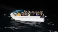 KONGO - Ayvalık Açıklarında 31 Düzensiz Göçmen Yakalandı