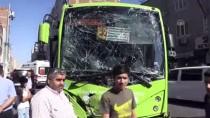 Diyarbakır'da Halk Otobüsü İle İş Makinesi Çarpıştı Açıklaması 5 Yaralı