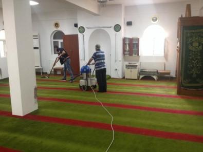Gebze'de Camiler Bayrama Hazırlanıyor