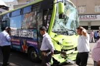 Halk Otobüsü Kepçeye Çarptı Açıklaması 5 Yaralı