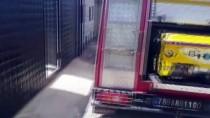 Kilis'te Boruya Sıkışan Kediyi İtfaiye Kurtardı
