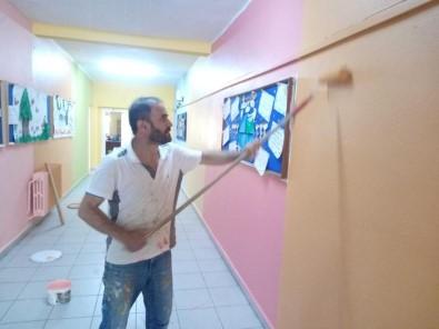 Okul Müdürü Ve Yardımcısı Boya Fırçalarını Eline Aldı, Okulu 10 Bin TL'lik Masraftan Kurtardı