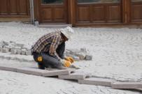 Tarihi Demirciler Arastasında Zemin Düzenleme Çalışmaları Başladı