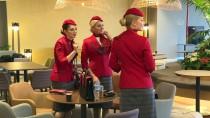 LOS ANGELES - THY'nin yeni ekip kıyafetleri tanıtıldı